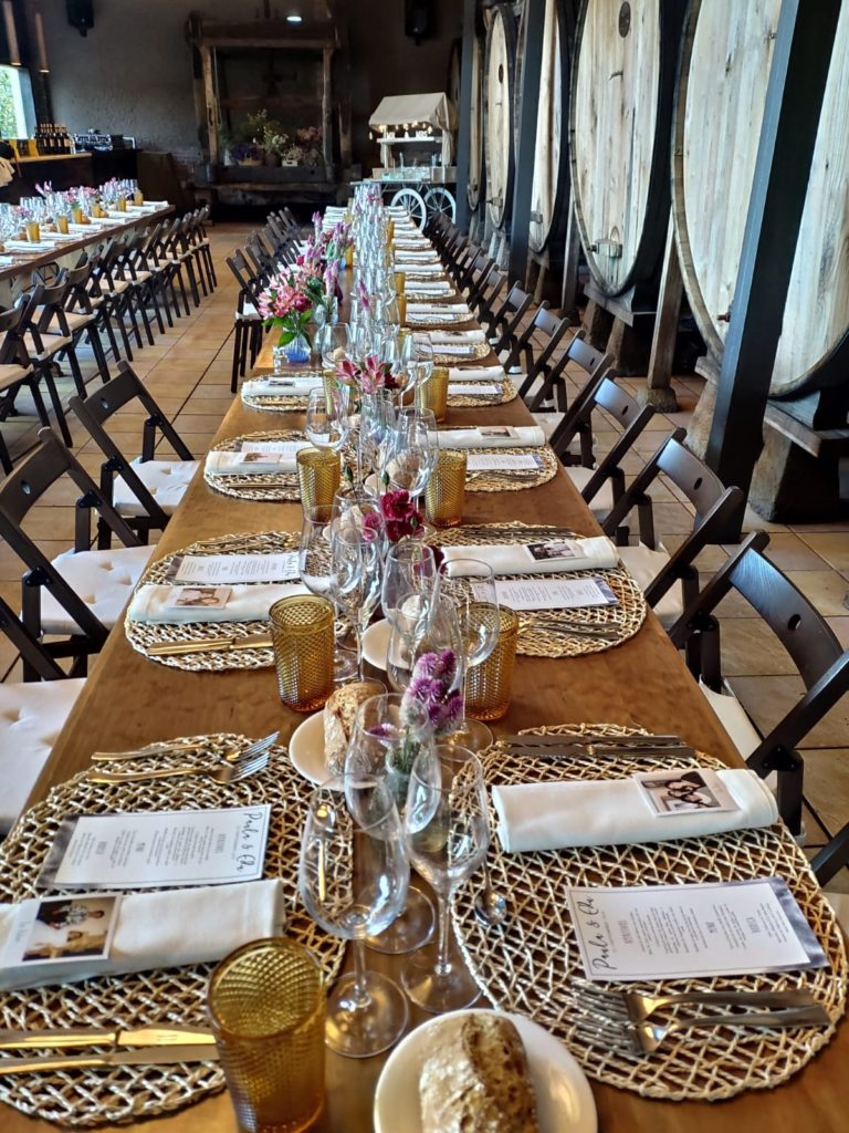 como decorar la mesa en una boda